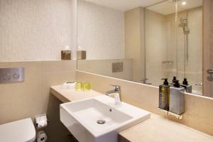 A bathroom at Holiday Inn Frankfurt Airport, an IHG Hotel