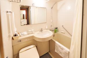 A bathroom at Sotetsu Fresa Inn Higashi Shinjuku