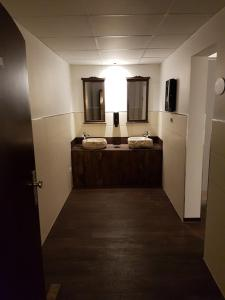 A bathroom at Berggasthof Zum Steira