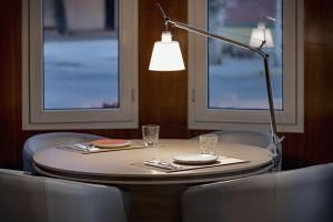 A restaurant or other place to eat at AC Hotel La Linea