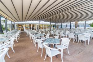 Een restaurant of ander eetgelegenheid bij Eix Lagotel Holiday Resort