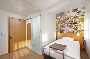 Ein Bett oder Betten in einem Zimmer der Unterkunft Icelandair Hotel Reykjavik Marina