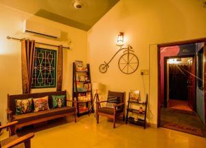 A seating area at U.R.D.Ki Hostel