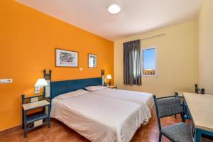 Łóżko lub łóżka w pokoju w obiekcie Aparthotel Morasol Atlantico