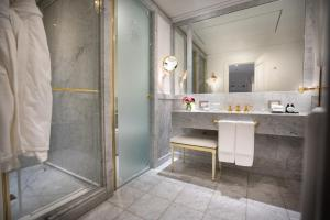 A bathroom at Alvear Palace Hotel - Leading Hotels of the World