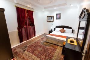 Cama ou camas em um quarto em Al Eairy Apartments - Jeddah 6