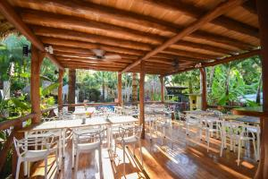 A restaurant or other place to eat at Fuego Lodge