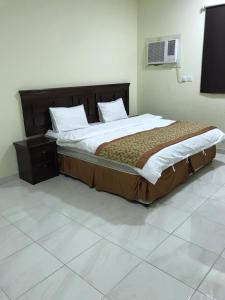 Cama ou camas em um quarto em Etlalet Al-Sharm Apartments