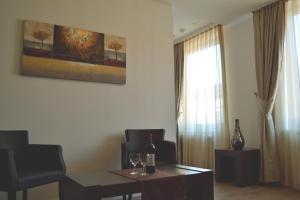 Ein Sitzbereich in der Unterkunft Hotel Vier Jahreszeiten Berlin City
