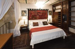 A bed or beds in a room at Dei Due Portoni Suite Storica