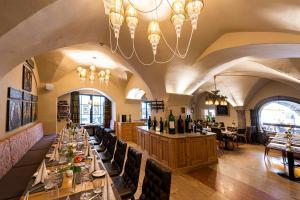 Ein Restaurant oder anderes Speiselokal in der Unterkunft BEST WESTERN Plus Hotel Goldener Adler Innsbruck