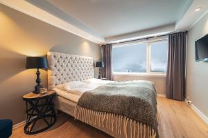 A bed or beds in a room at Ustedalen Hotel Geilo