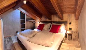 A bed or beds in a room at Hotel san Vitale