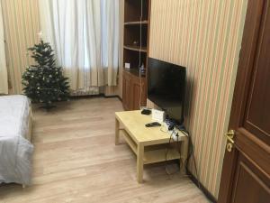 Телевизор и/или развлекательный центр в Aparts hub palace