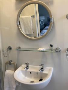 A bathroom at River Meadows B&B