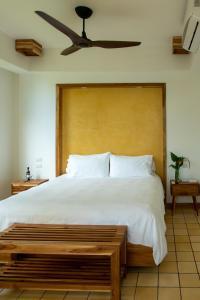 Cama o camas de una habitación en Arenas Del Mar Beachfront & Rainforest Resort