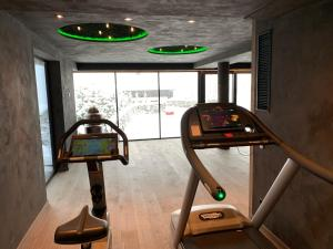 The fitness center and/or fitness facilities at Aktiv- und Wellnesshotel Haidachhof superior