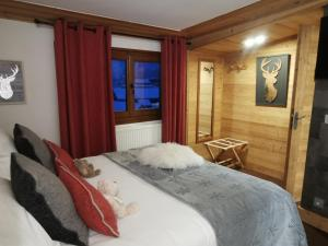 A bed or beds in a room at Christiania Hôtel