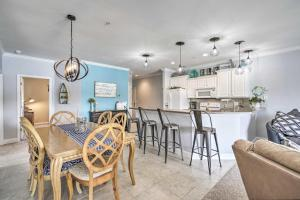 A restaurant or other place to eat at Lakefront Camdenton Condo with Deck, Shared Pool