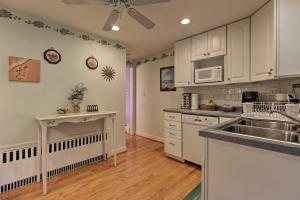 A kitchen or kitchenette at Saybrook Manor House, Walk to Cove Beach!
