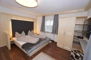 A bed or beds in a room at Appartement Schmid