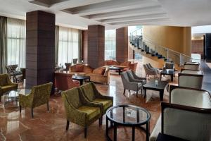 A restaurant or other place to eat at Accra Marriott Hotel
