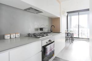 A kitchen or kitchenette at BHB Designer Collingwood