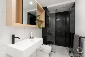 A bathroom at BHB Designer Collingwood