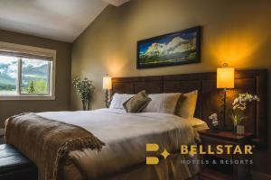 A bed or beds in a room at Solara Resort - Bellstar Hotels & Resorts
