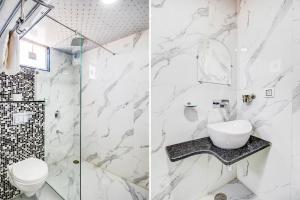 A bathroom at Jasoda Heritage Hotel by Keshav Global