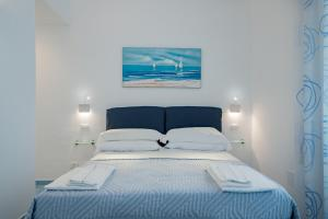 A bed or beds in a room at Una Finestra sul Mare