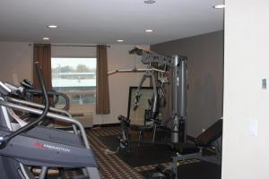 The fitness centre and/or fitness facilities at Western Star Inn & Suites Esterhazy