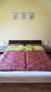 A bed or beds in a room at MA-JA apartman