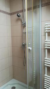 A bathroom at MA-JA apartman