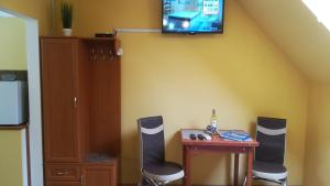 A television and/or entertainment centre at MA-JA apartman