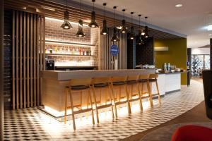 The lounge or bar area at Holiday Inn Express - Mülheim - Ruhr, an IHG Hotel
