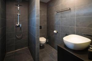 Ein Badezimmer in der Unterkunft Blackhome Innsbruck City East I contactless check-in