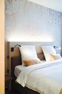 Een bed of bedden in een kamer bij Hotel Amfora