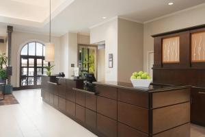 The lobby or reception area at Hilton Garden Inn Cupertino