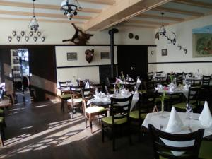 A restaurant or other place to eat at Berggasthof Zum Steira