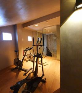 The fitness center and/or fitness facilities at Hotel Villa Real