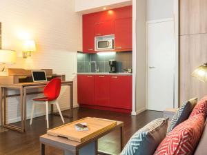 Aparthotel Adagio Brussels Grand Place tesisinde mutfak veya mini mutfak