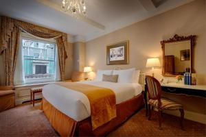 A bed or beds in a room at Hotel Elysee by Library Hotel Collection