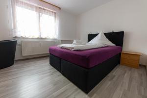 Ein Bett oder Betten in einem Zimmer der Unterkunft Hotel Gasthof Stern