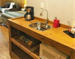 A kitchen or kitchenette at Chalé Suiço Bombinhas