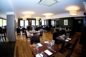A restaurant or other place to eat at Nevis Bank Inn