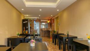 Un restaurant u otro lugar para comer en Hotel Santa Clara Del Mar