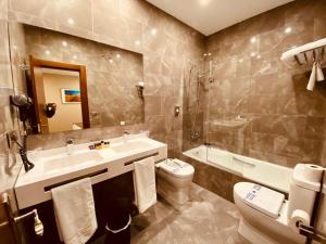 Ein Badezimmer in der Unterkunft Hotel Palace Sevilla