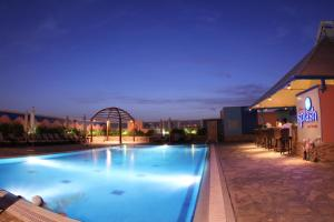 The swimming pool at or close to TIME Grand Plaza Hotel, Dubai Airport
