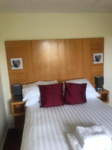 A bed or beds in a room at Coach house hotel